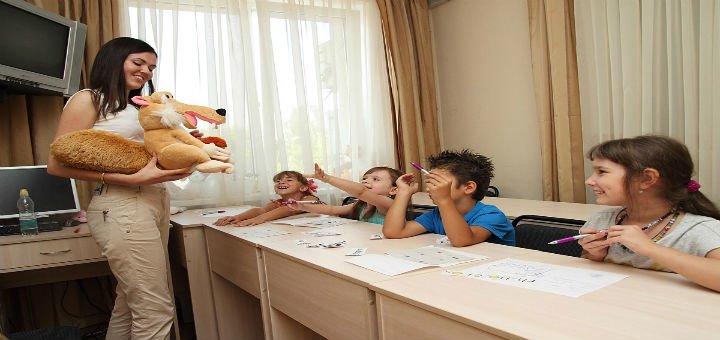Скидка до 44% на языковой лагерь City English Camp от языкового центра «FlyEnglish»