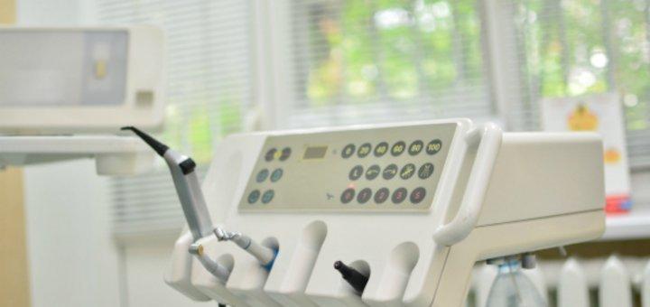 Лечение кариеса с установкой фотополимерной пломбы в стоматологической клинике «Vitalis»